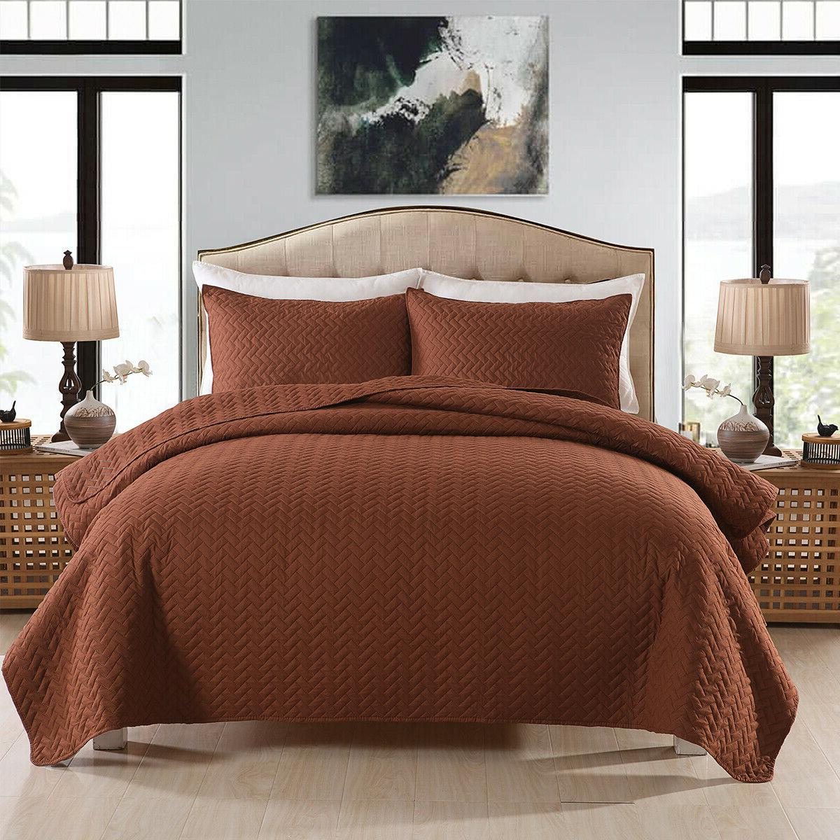 3-Piece Quilt Set with Pillow Weave